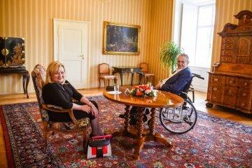 Prezident Miloš Zeman přijal 22. září 2021 na zámku v Lánech ministryni financí Alenu Schillerovou (za ANO).