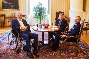 Prezident Miloš Zeman (vlevo) jednal 22. září 2021 na zámku v Lánech s poslancem ODS Pavlem Blažkem (uprostřed) a s předsedou ODS Petrem Fialou.