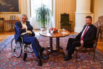 Prezident Miloš Zeman (vlevo) jednal 22. září 2021 na zámku v Lánech s předsedou SPD Tomiem Okamurou.