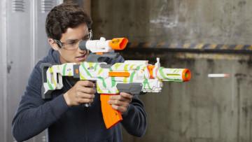 Zábava s Nerf pistolemi je plná akce.