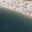 Pláž v chorvatské Pule u Jaderského moře.