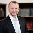 JUDr. Luděk Lisse, Ph.D. LL.M. MPA působí jako lektor a ředitel Ústavu práva a právní vědy.
