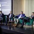 Českou ekonomiku z makro a mikro pohledu probrali na výroční konferenci AFI (zleva)  člen bankovní rady ČNB Aleš Michl, David Navrátil z České spořitelny, Miroslav Singer z Generali a europoslanec Luděk Niedermayer